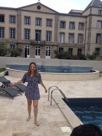 La Redorte, Francia: Piscina e vista do Chateau