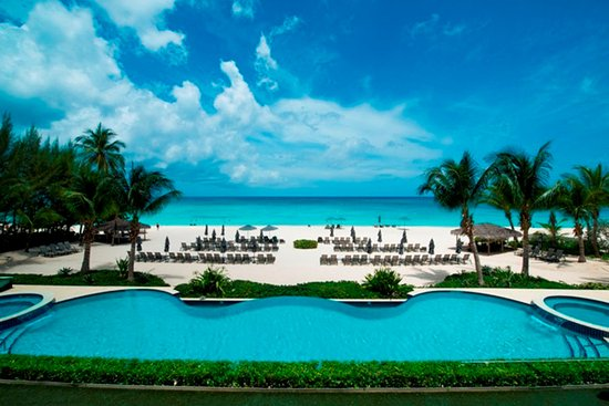 Beachcomber Grand Cayman: Beachcomber is located on central part of world famous 7 Mile Beach.