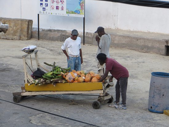 Sandals Inn: Vendor outside our side window ... many locals would stop to purchase fresh fruits