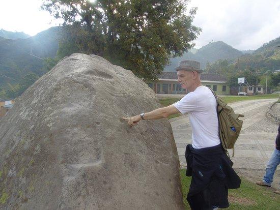 Inza, Colombia: Sten med ällristningar