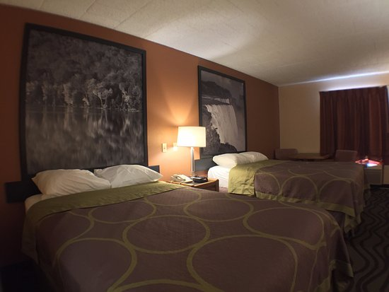Super 8 Batavia E of Darien Lake Theme Park: 2 Double Bed Room