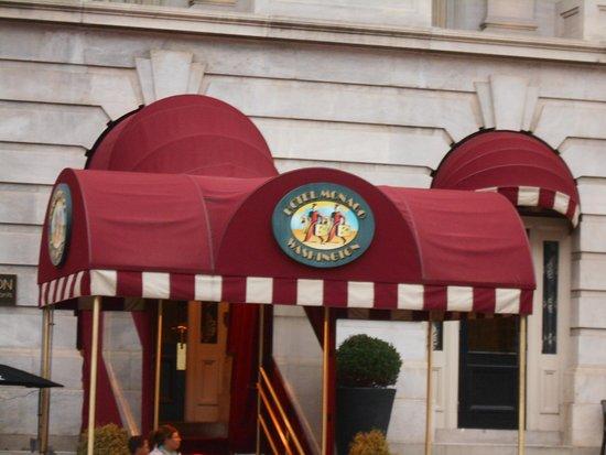 Kimpton Hotel Monaco Washington DC: Front entrance
