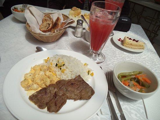 ريو أمازوناس هوتل: Variados menús de almuerzo