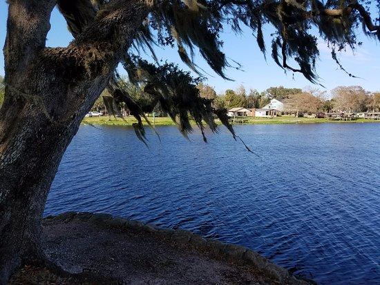 DeLand, Flórida: River from panic area