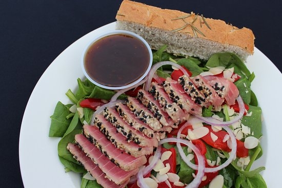 McKenna's Place: Ahi Spinach Salad with Fat Free Toasted Sesame Dressing