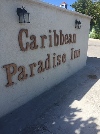 Caribbean Paradise Inn: Entry
