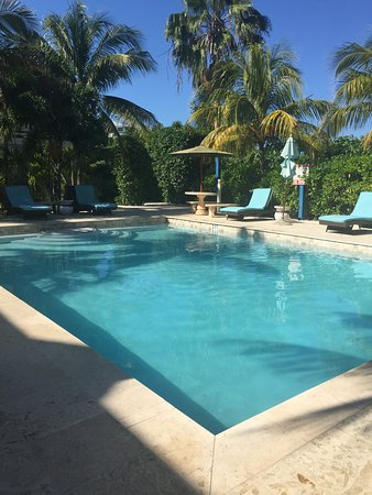 Caribbean Paradise Inn: Relaxing pool!