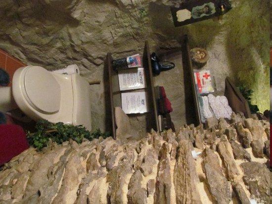 Kokopelli Cave Bed and Breakfast: Bathroom