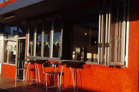 Kaka Point, New Zealand: Outdoor seating area