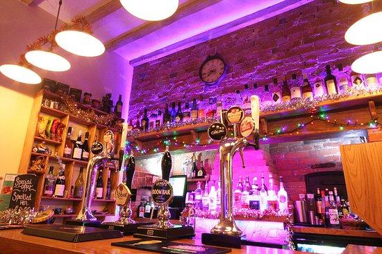 Kirkby Mallory, UK: Bar area..