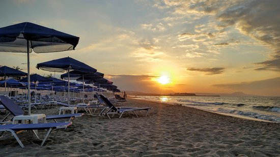 Rethymnon Prefecture, Grecia: Rethymnon Beach at sunset