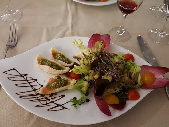 Шатонеф, Франция: салат с белой рыбой и песто