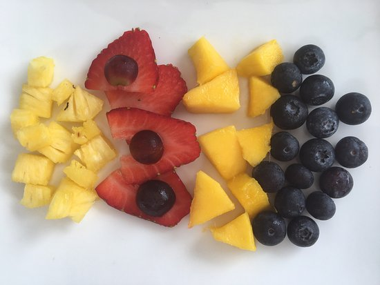 twentytwo: Breakfast, I asked for less fruit. Instead 'just putting it in a bowl', I got this. A piece of a