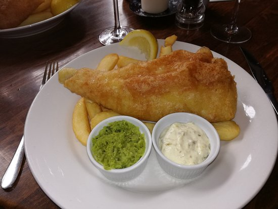Waggon And Horses: Fish (of the day) with chips, pea puree and tartare sauce.