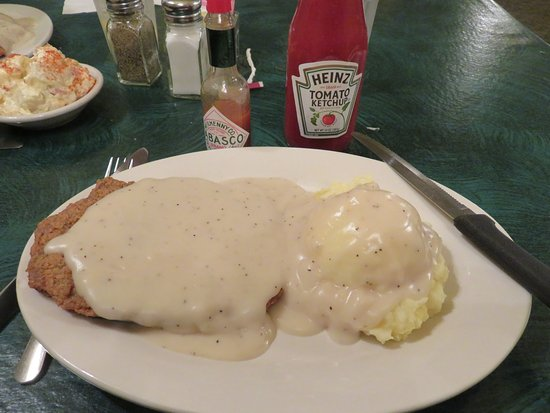 Vonore, TN: Chicken Fried Steak with Mashed Potatoes and Pepper Gravy