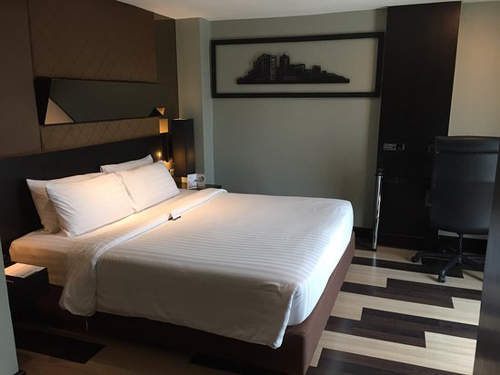 Golden Tulip Mandison Suites: photo0.jpg