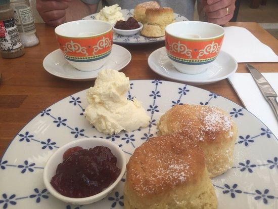 Bundanoon, Australia: tea and scones