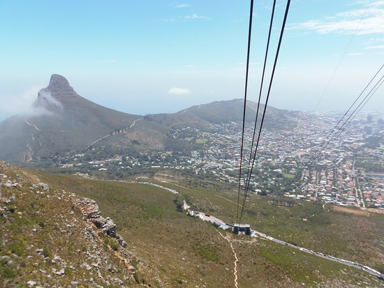 Cape Town Merkez, Güney Afrika: View near top of Table Mountain, overlooking Lions Head.