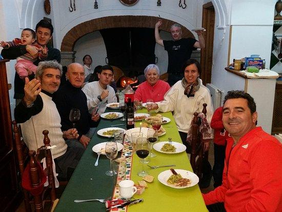 Cortijos y Dehesa - Cortijo Palomar de la Morra: Cenando al calorcito de la chimenea.