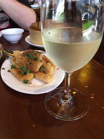 Hu Tong Dumpling Bar: Salt and Pepper Calamari & Pizzini Pinot Grigio