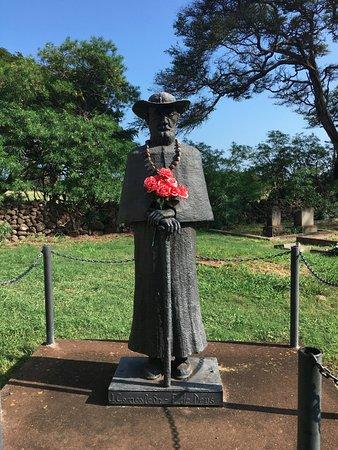Kaunakakai, HI: statue of Damien