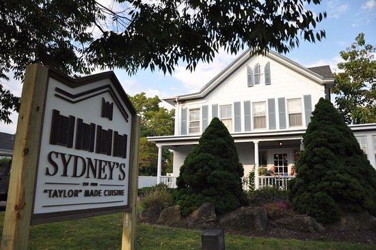Westhampton Beach, Nova York: Fully restored 1860 farm house turned gourmet market and cafe
