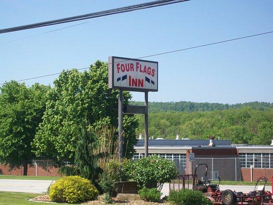 Four Flags Inn : Sign