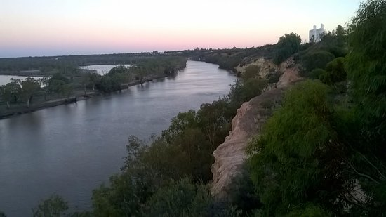 Waikerie Holiday Park: Walk to river views about 15 mins