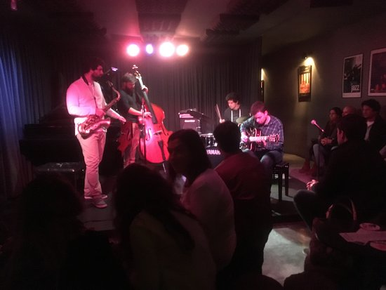 Hot Clube de Portugal: Just a night in hot club with students from a music school playing