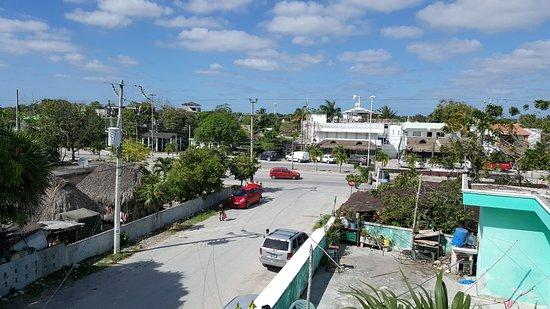 Posada Luna del Sur: rooftop lounge view of avenida tulum at calle luna sur