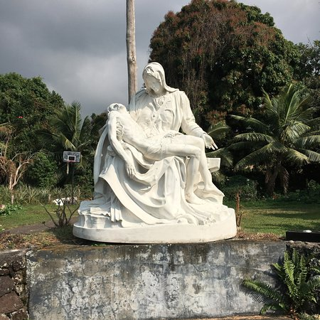 Honaunau, HI: short walk from the church
