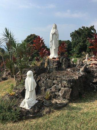 Honaunau, HI: in front of chapel