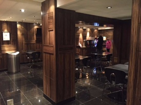 Opera House Hotel: Mezzanine Level breakfast and snack dining