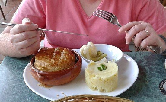 Friends Bar : Steak n ale pie. lovely