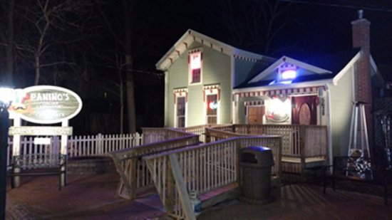 Richmond, IL: Outside of Paninos Crab Shack