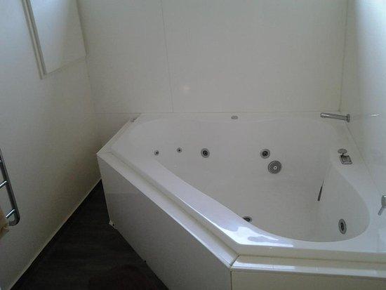 Auckland Newmarket Motel: Spa Bath
