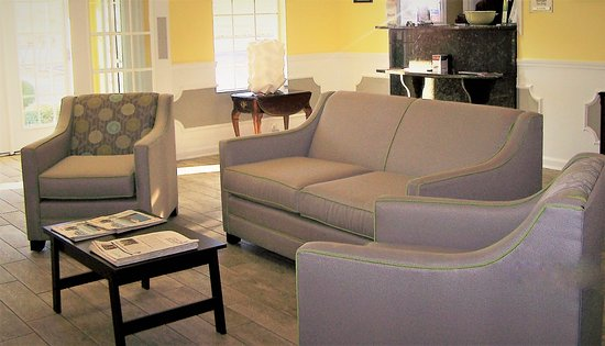 Quality Inn Scottsboro: 2017 Renovated Lobby