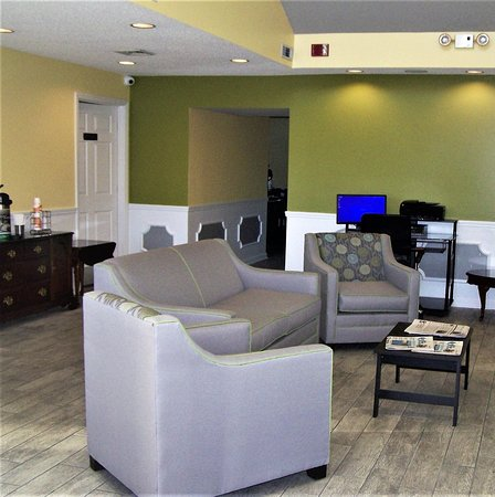Quality Inn Scottsboro: Lobby and business center