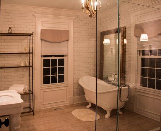 Huntly, VA: The Wakefield Suite, Glencroft Cottage