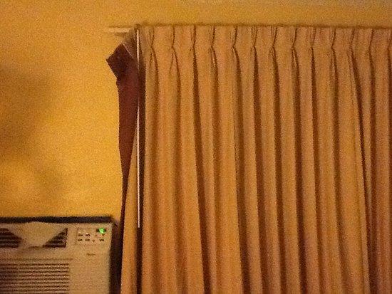 แคลิฟอร์เนีย, แมรี่แลนด์: Curtains smoked and stained