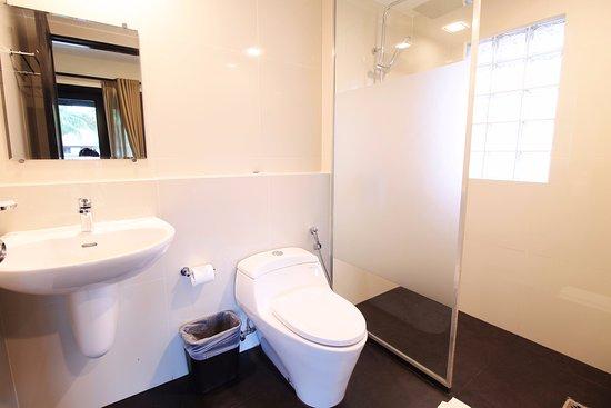 Nirwana Gardens - Banyu Biru Villas: Newly Renovated 3-Bedrooms Villa - Bathroom