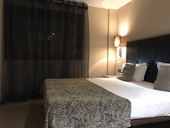 Up Suites Bcn: En-suite Bedroom on 2/F