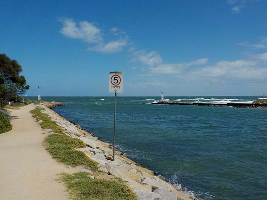 Carrum Downs, Australia: Looking out to the sea from the river