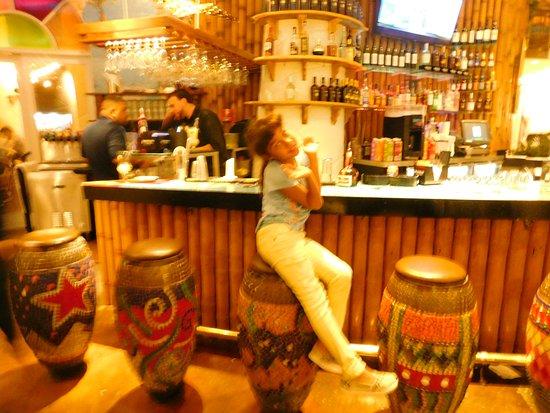 Coco Bongo's Disco Bar & Grill: bar