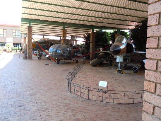 Museo Nacional de Historia Militar de Sudáfrica: Jets and helicopter