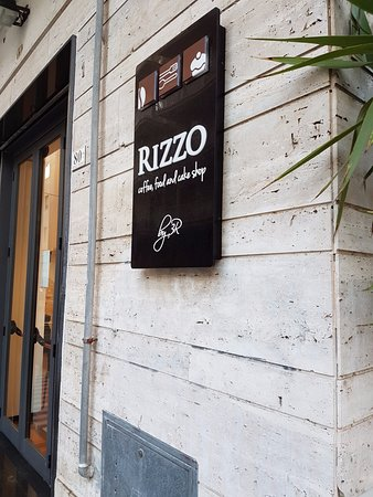 Rizzo Coffee Food and Cake Shop : Ingresso