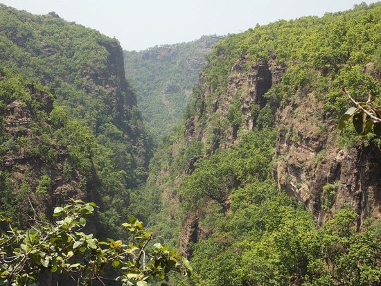 Pachmarhi, India: This place is called Suicide point