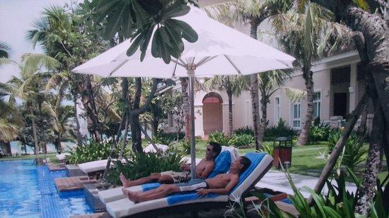 Vinpearl Da Nang Resort & Villas: ヴィンパールラグジュアリー ダナンのプールサイド