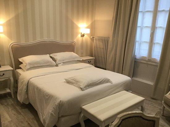 chambre double classique - Photo de Hôtel Kyriad Saumur Centre ...