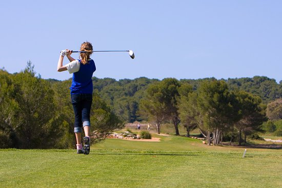 Golf Son Parc 1,5 km from the AH Sol Parc.